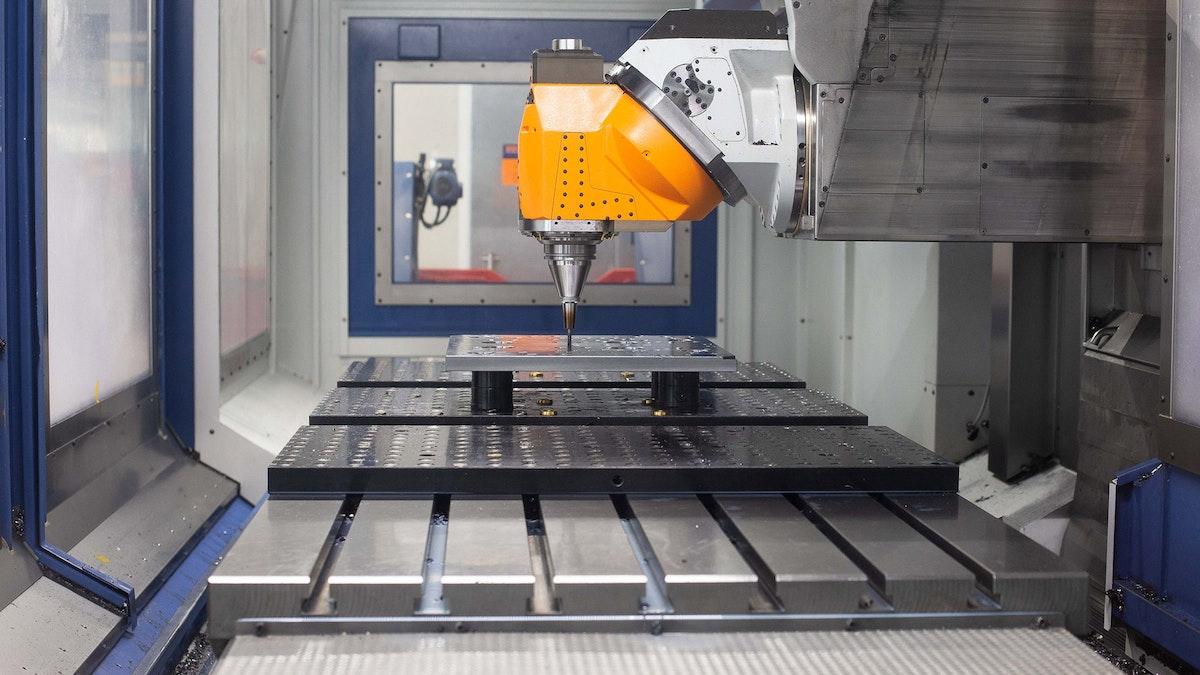 DECKERFORM Technologies GmbH: Generalunternehmer fuer die Kunststoffindustrie